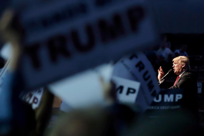 Кандидат впрезиденты США Дональд Трамп напредвыборном мероприятии вИндианаполисе, апрель 2016 года.