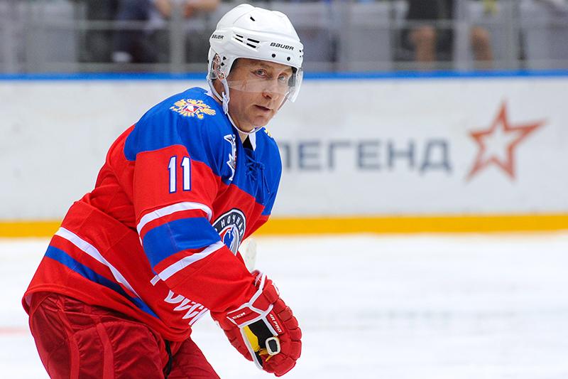 Президент России Владимир Путин нагала-матче турнира Ночной хоккейной лиги между «Звездами НХЛ» исборной НХЛ вледовом дворце «Большой»