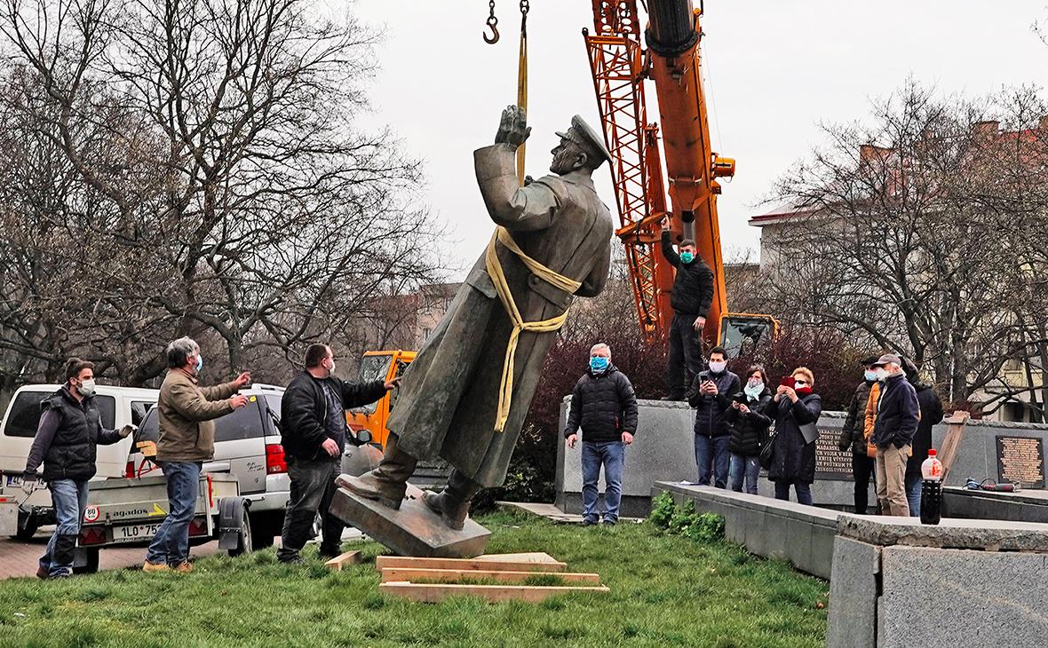 МИД пообещал ответ на снос памятника Коневу в Праге :: Политика :: РБК