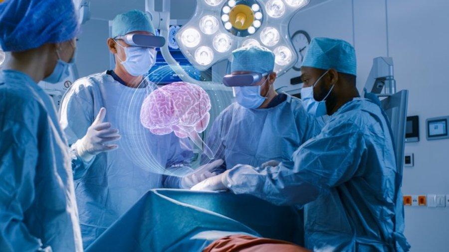 В будущем, надеются в Microsoft, при помощи Hololens 2 можно будет проводить хирургические операции.