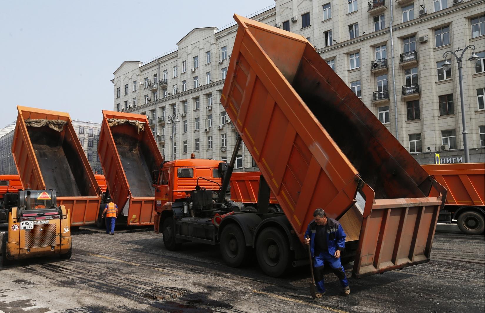 Для укладки нового асфальта 24 июля Тверскую перекрыли на целый день
