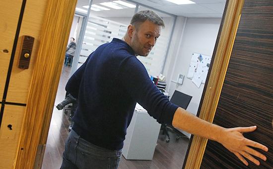 Оппозиционер Алексей Навальный в офисе Фонда борьбы с коррупцией