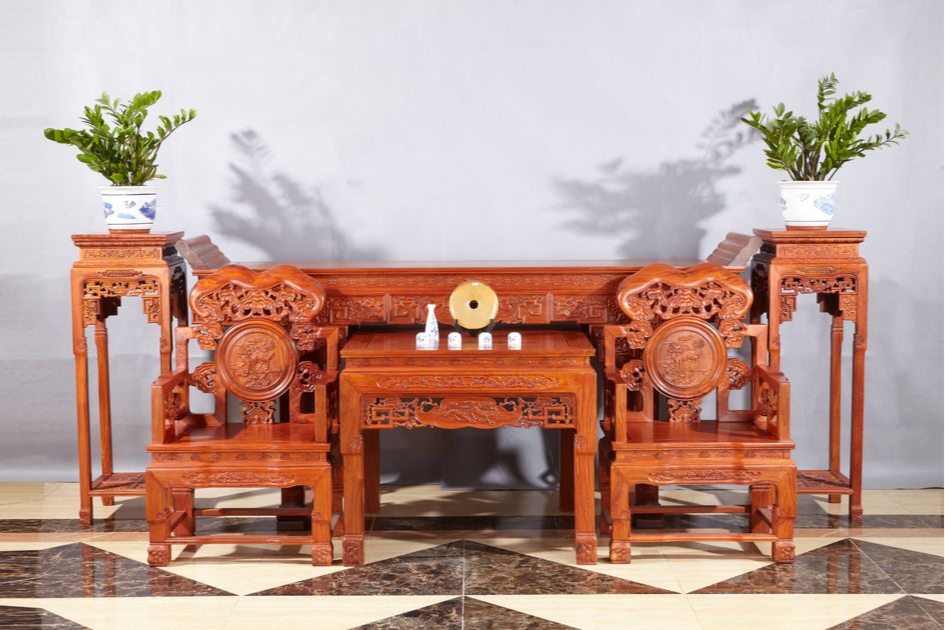 В китайском интерьере должна быть мебель, покрытая лаком
