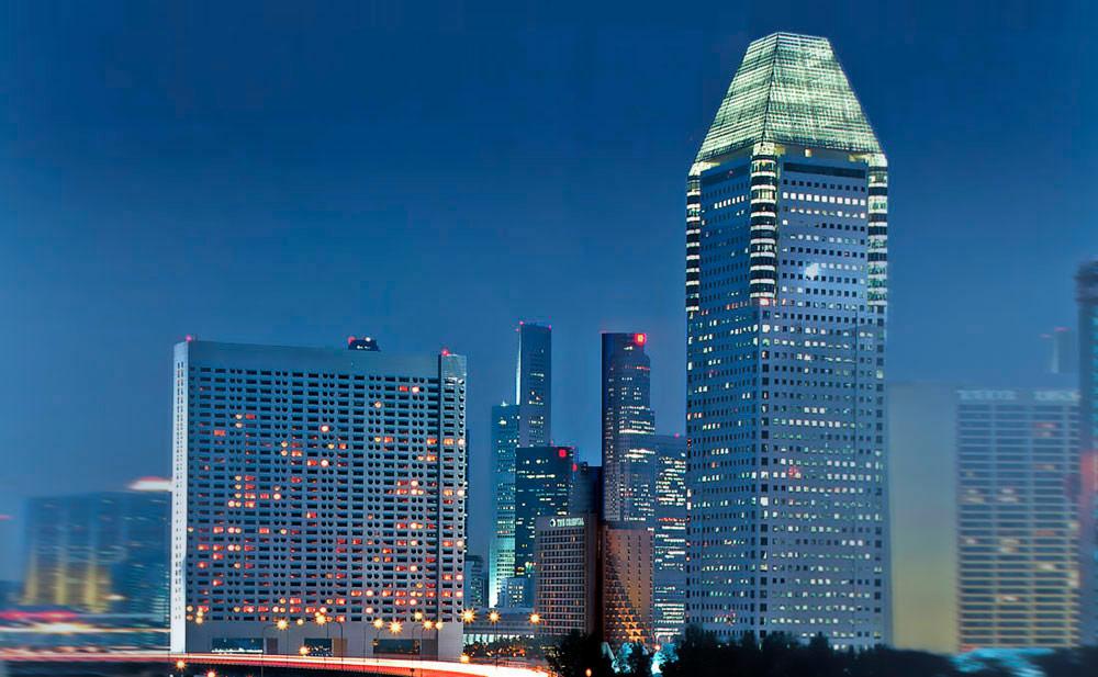 В 1998 году Kevin Roche John Dinkeloo and Associates завершила строительство двух офисных башен издания отеля Ritz-Carlton вСингапуре. Особой гордостью фирмы являетсято, чтоблагодаряинновационным технологиям ихорошим конструкторским решениям строительство удалось завершить напять месяцев быстрее инамного дешевле, чеманалогичные проекты