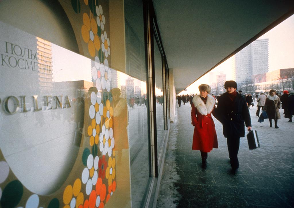 Витрина польского промышленного объединения «Поллена» на проспекте Калинина, 1980 год