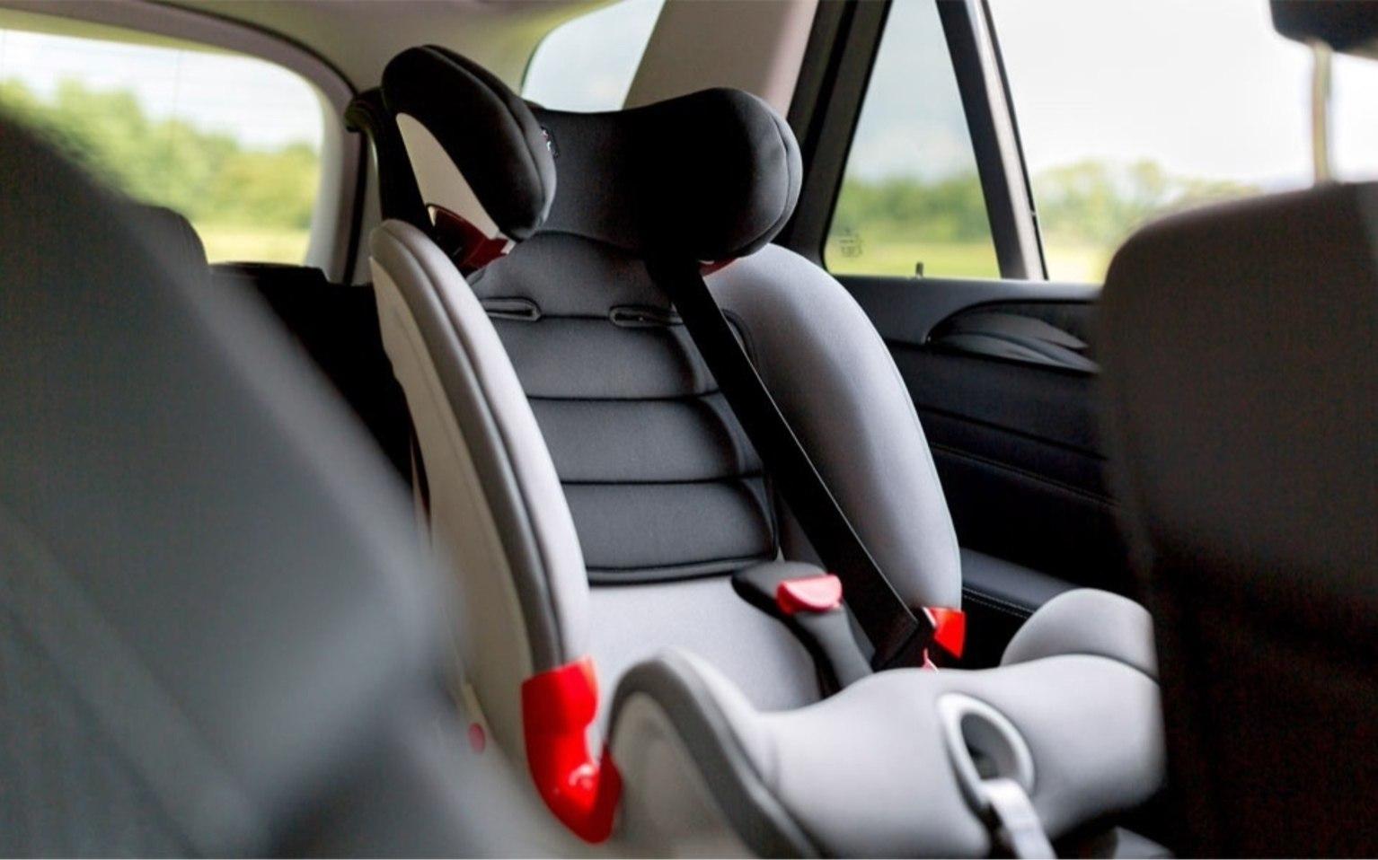 """Водители должны позаботиться об автокресле для пассажиров в возрасте до 7 лет включительно. Если ребенок сидит спереди, то кресла и удерживающие системы необходимы до 11 лет включительно<img id=""""hola-icon-globe"""" src=""""safari-extension://999CAFC1-6441-4413-BD87-B358EE39AA24/4438d6e7/iconGlobeBlack.png"""" style=""""top: 94px; left: 607px;"""" />"""