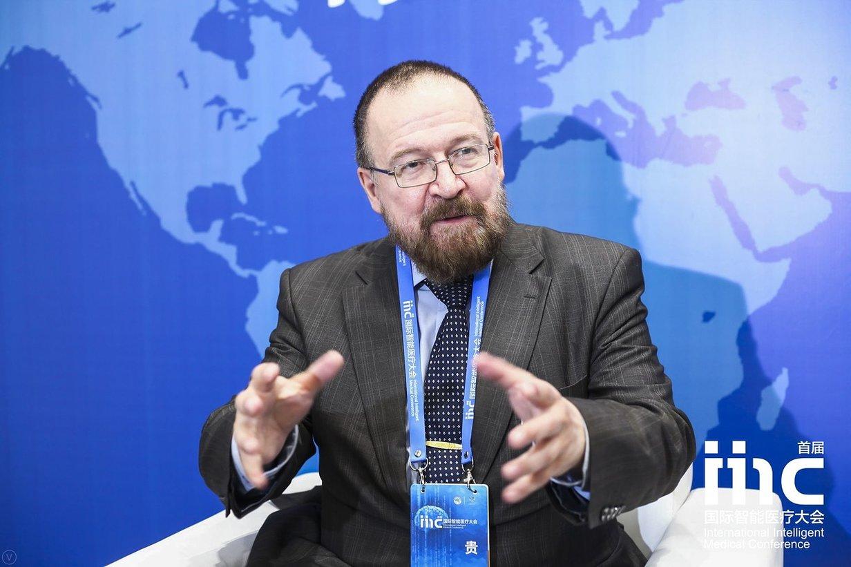 Замруководителя лаборатории мозаики СПбГУ Леонид Чурилов