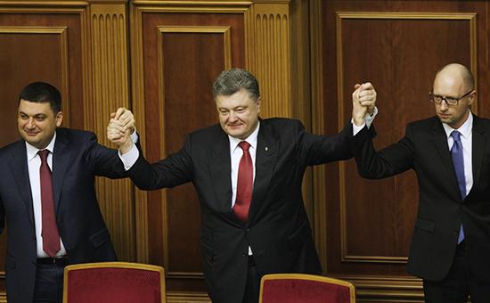 Вице-премьер Украины Владимир Гройсман, назначенный спикером Верховной рады, президент Украины Петр Порошенко и премьер-министр Арсений Яценюк (слева направо) на заседании Верховной рады Украины VIII созыва