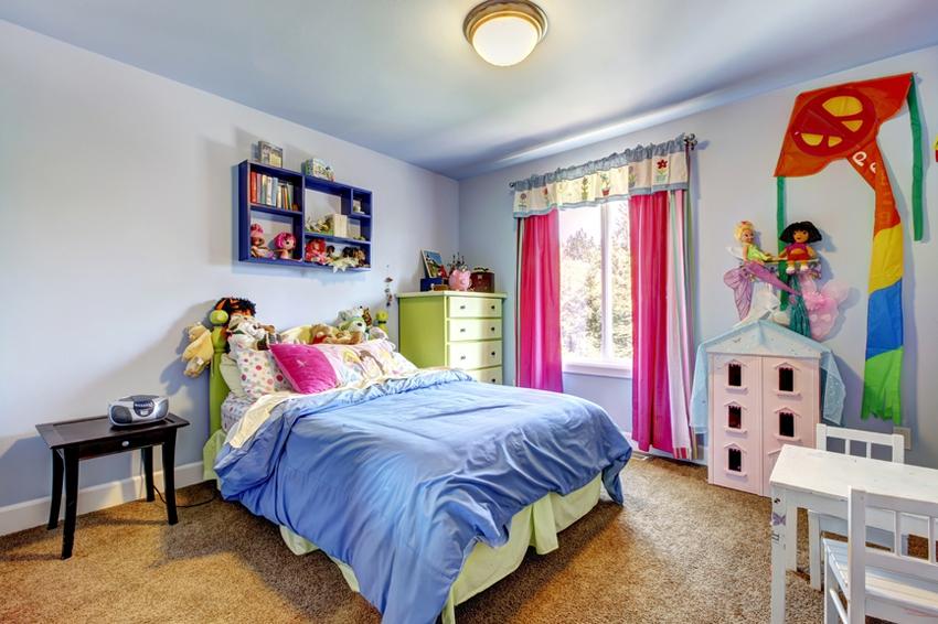 По правилам фэншуй, в детской комнате необходимо большое количество шкафов