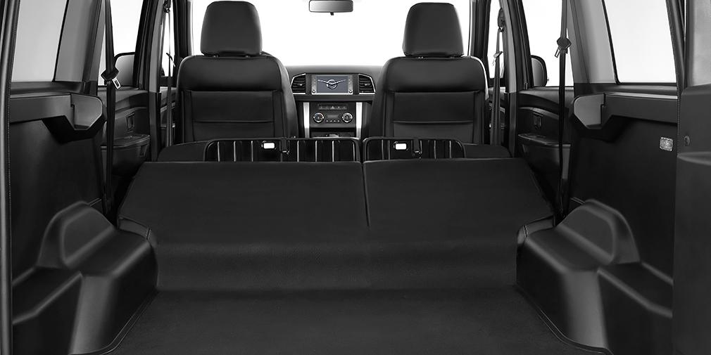 Задние сиденья при складывании не образуют ровного пола, но объем багажника увеличивается более, чем в два раза
