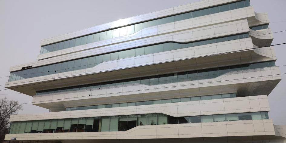 Здание бизнес-центра Dominion Tower архитектора Захи Хадид на Шарикоподшипниковской улице