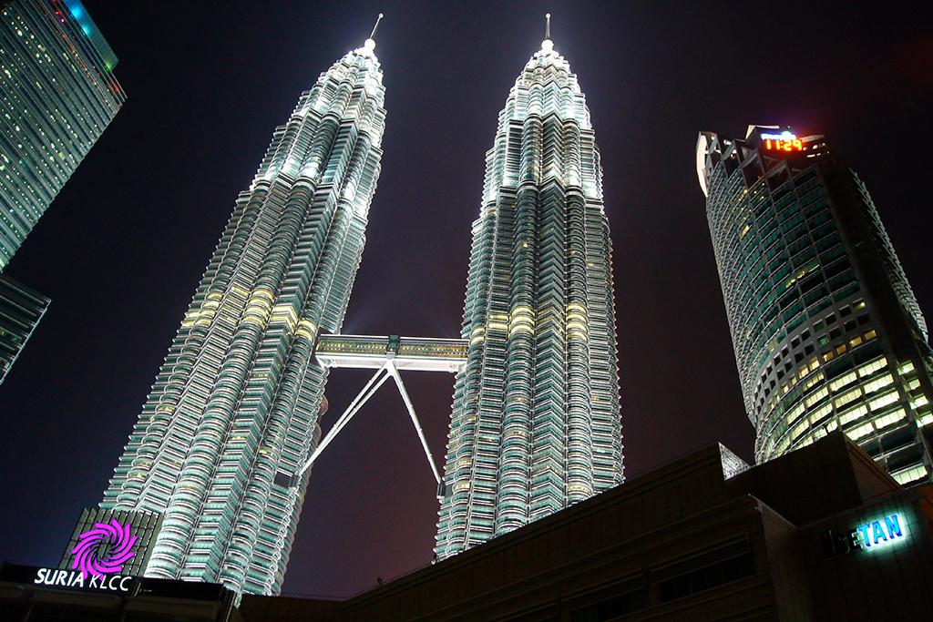 № 12–11. Башни-близнецы Torre Petronas   Высота: 451,9 м, 88 этажей Место: Куала-Лумпур, Малайзия Назначение: офисы Архитектура: Cesar Pelli & Associates Дата строительства: 1998 год