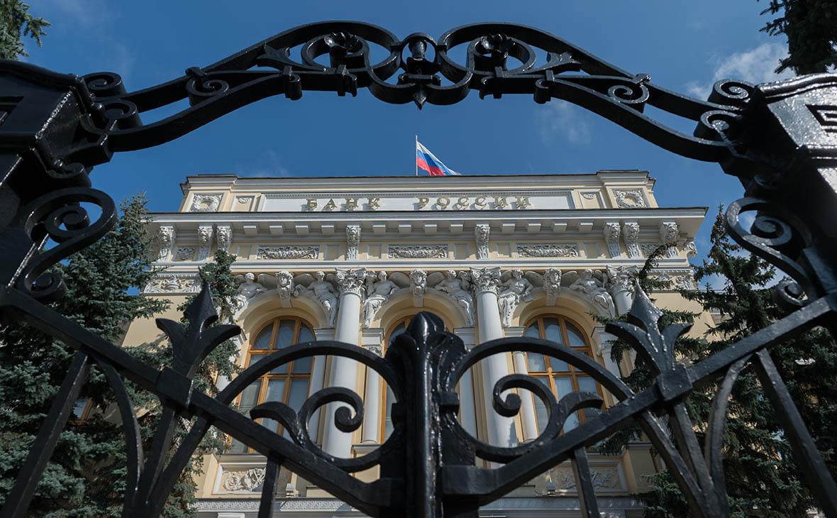 ЦБ разрешил банкам не учитывать влияние санкций на займы «Ренове» и Rusal
