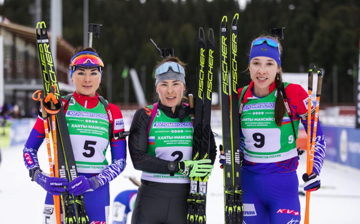 Наталья Ушкина (в центре)
