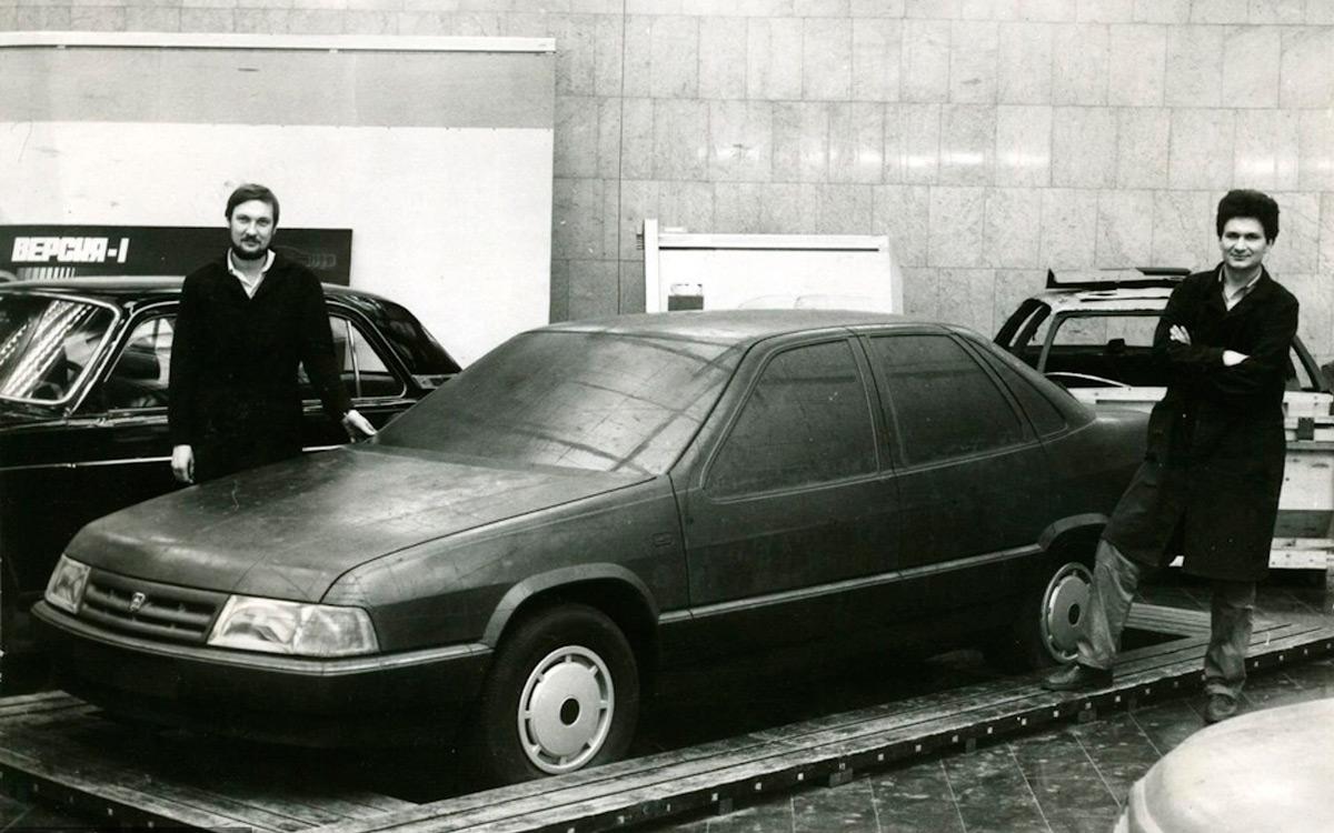 <p>На стыке 1985-1986 годов работы входят в активную стадию: вовсю проектируется новый четырехцилиндровый двигатель (в итоге он станет известным ЗМЗ-406), идет макетирование кузовов.</p>