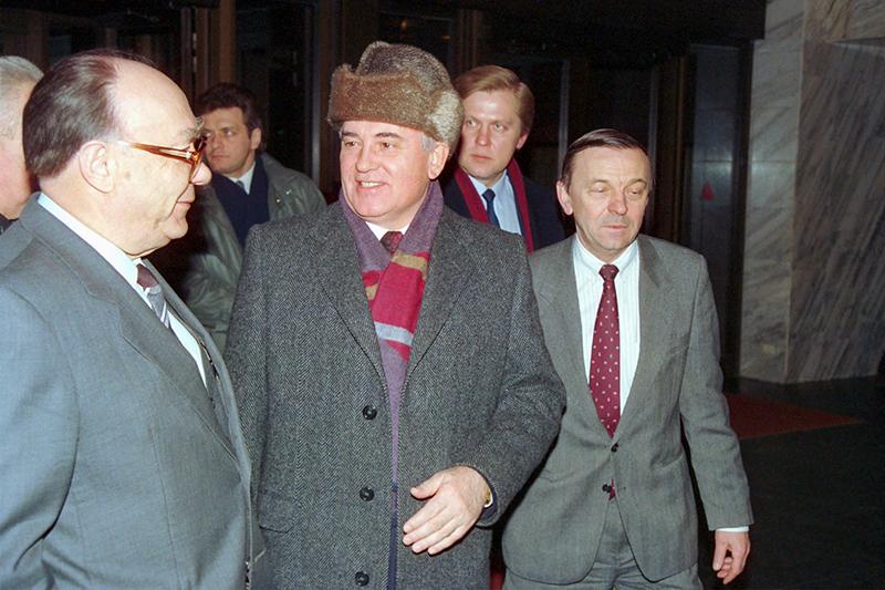 После заявления оботставке Михаил Горбачев, бывший президент СССР, встретился ссоветскими изарубежными журналистами