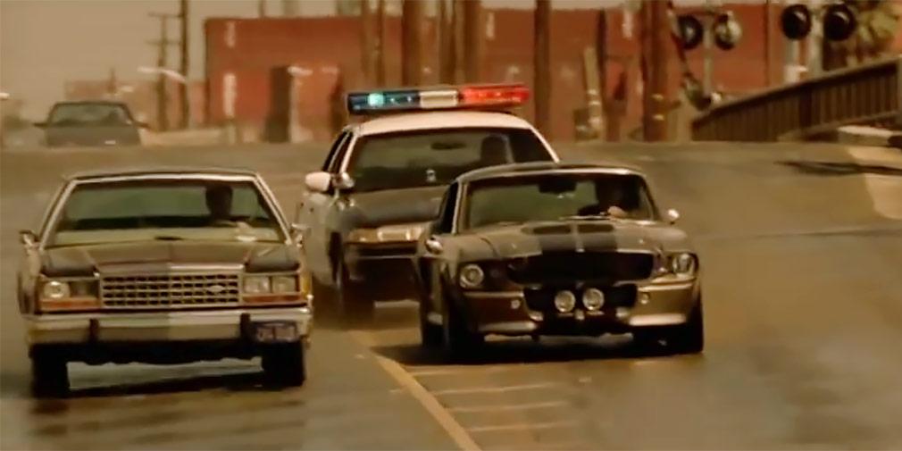 «Угнать за 60 секунд» (1974 и 2000)   Фильм 2000г. с Николасом Кейджем и Анджелиной Джоли является ремейком одноименной картины 1974 года, и каждый из этих кинофильмов хорош по-своему. Для большинства любителей автомобилей оба фильма стали культовыми, ведь тут есть все составляющие успеха: динамичный сюжет, быстрые автомобили, юмор, классный актерский состав и, конечноже, погони и аварии. В фильме 1974 года разбили более 90 машин, а финальная погоня длится около тридцати минут! А после фильма 2000 года автомобиль по имени Элеанор Shelby GT500 1967 года стал настоящей иконой стиля среди маслкаров.