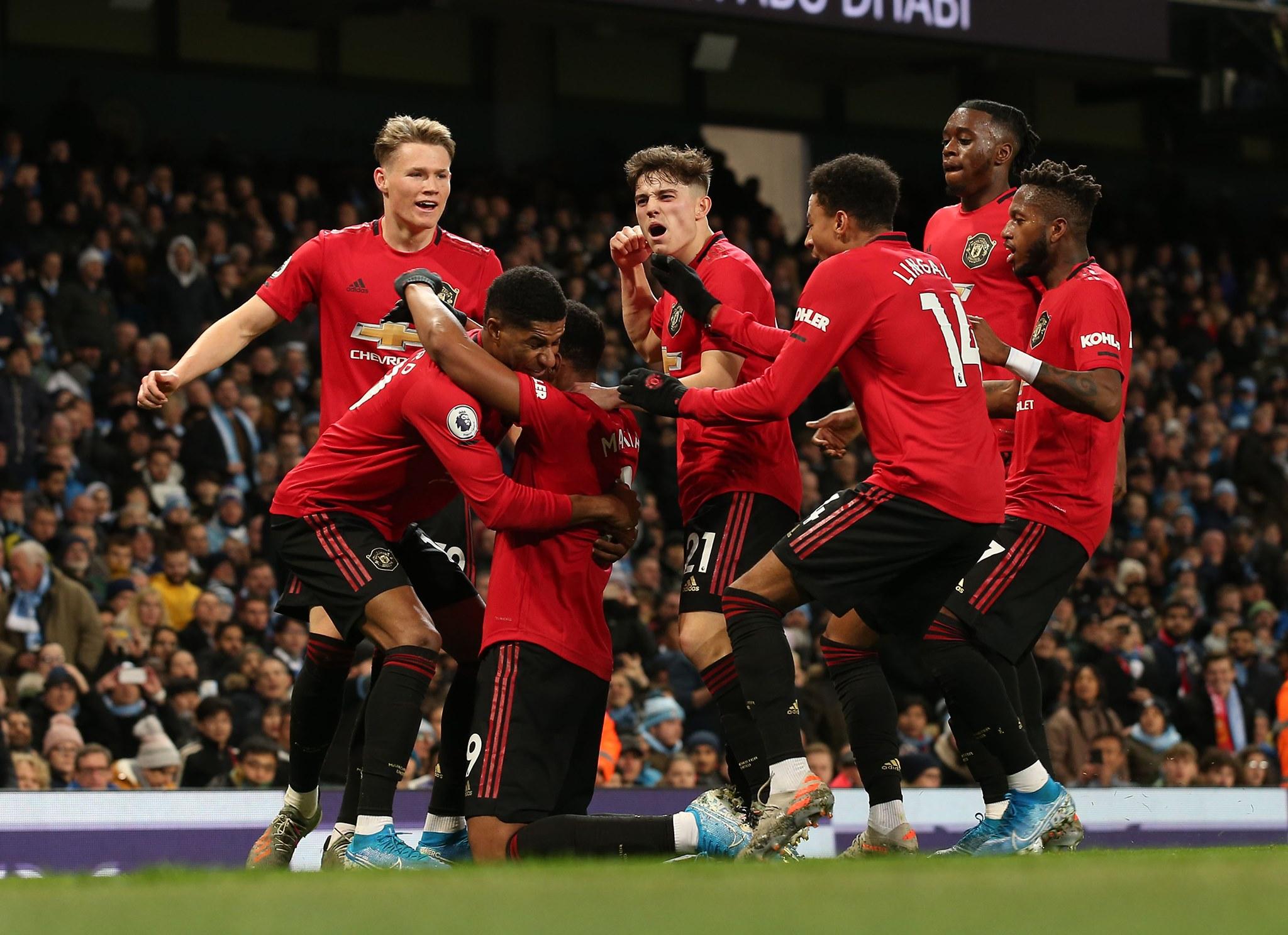 Игроки«Манчестер Юнайтед» празднуют гол
