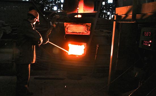 Плавка металла на заводе«Красный Октябрь»