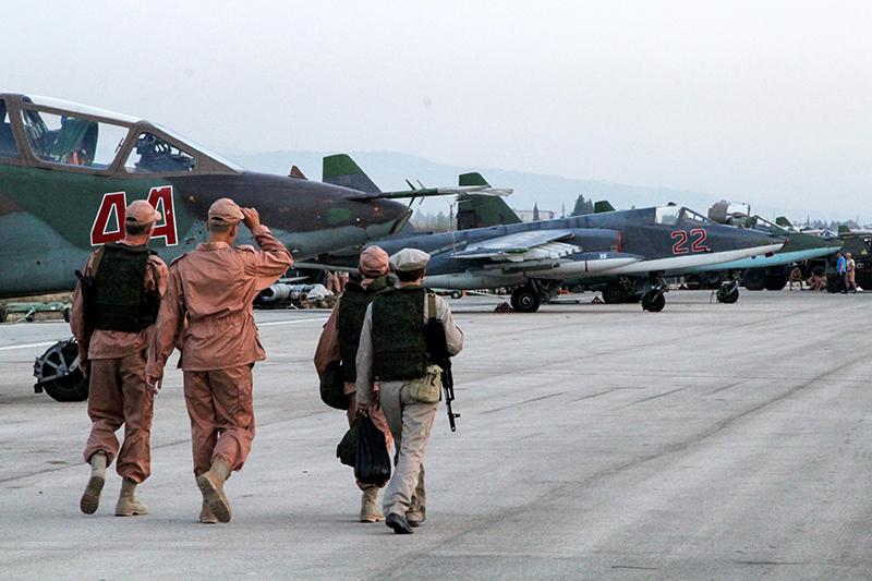 Технический персонал ваэропорту ХмеймимвСирии, гдебазируются российские самолеты
