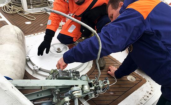Обломки, найденные вовремя поисково-спасательных работ у побережья Черного моря, гдепотерпел крушение самолет Ту-154