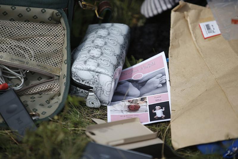 Вещи, найденные на месте крушения Malaysia Airlines Flight MH17
