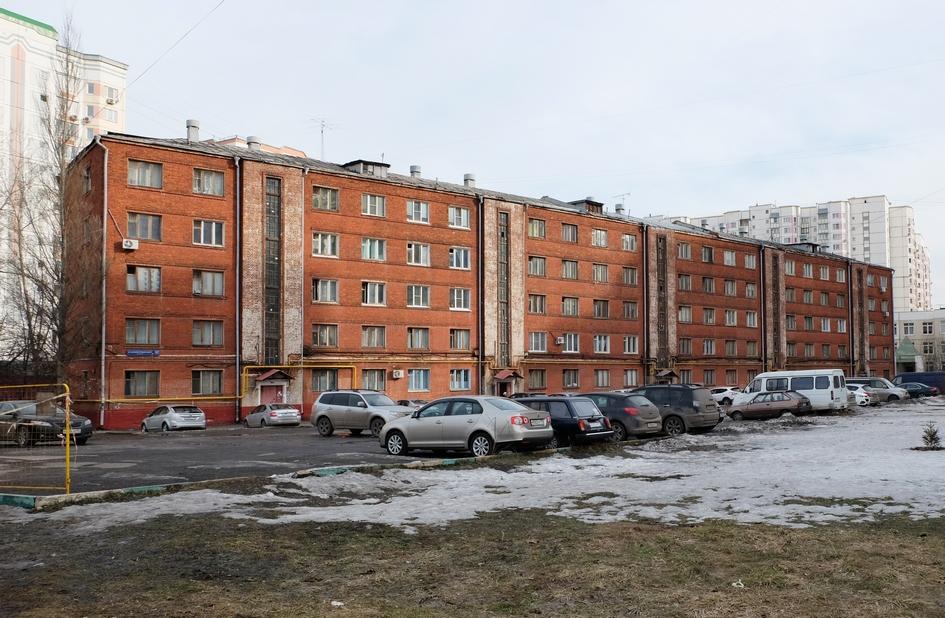 Жилой пятиэтажный дом в районе станции метро «Войковская»
