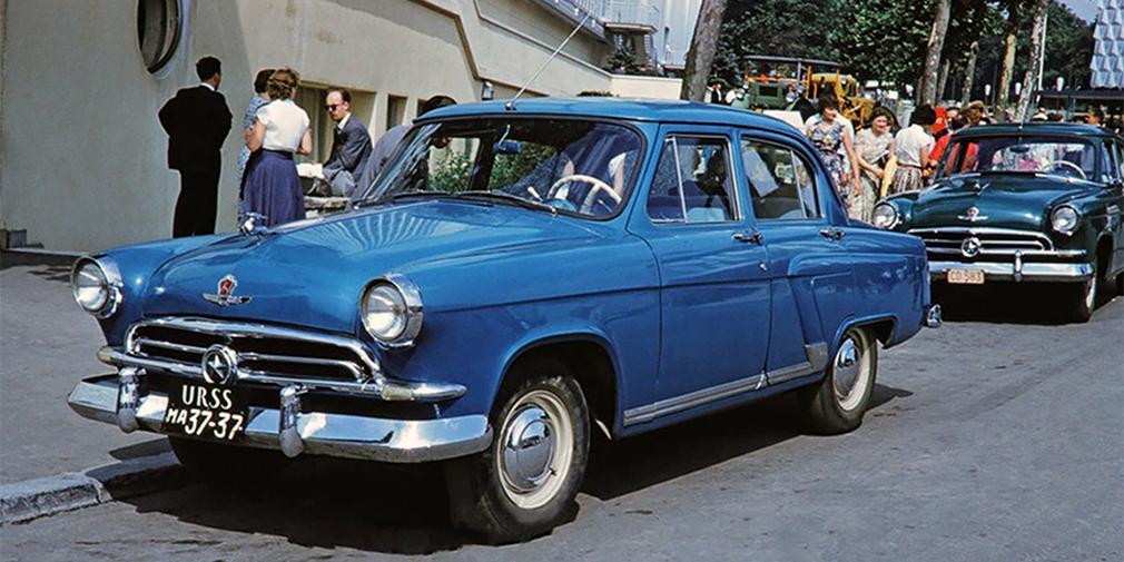 Первые серийные экземпляры «Волги» были выпущены в 1956 году. На радиаторной решетке первых моделей красовалась звезда. По легенде, это был способ обозначить ярко выраженную партийную ориентацию автомобиля, так как первые образцы не понравились маршалу Жукову, из-за чего проект был под вопросом.