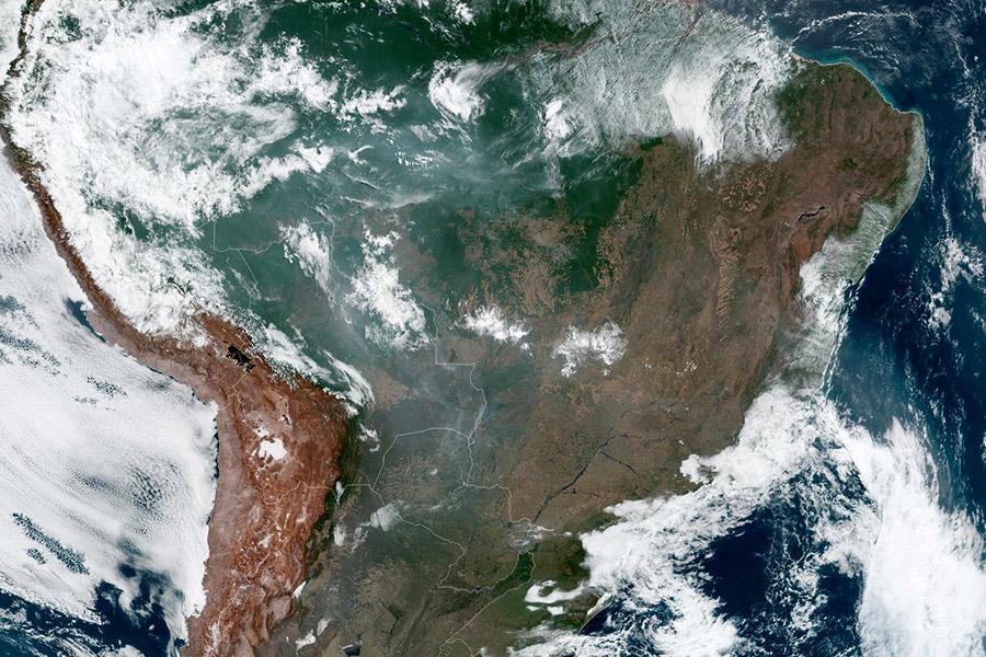 Фото:NASA / NOAA / Reuters