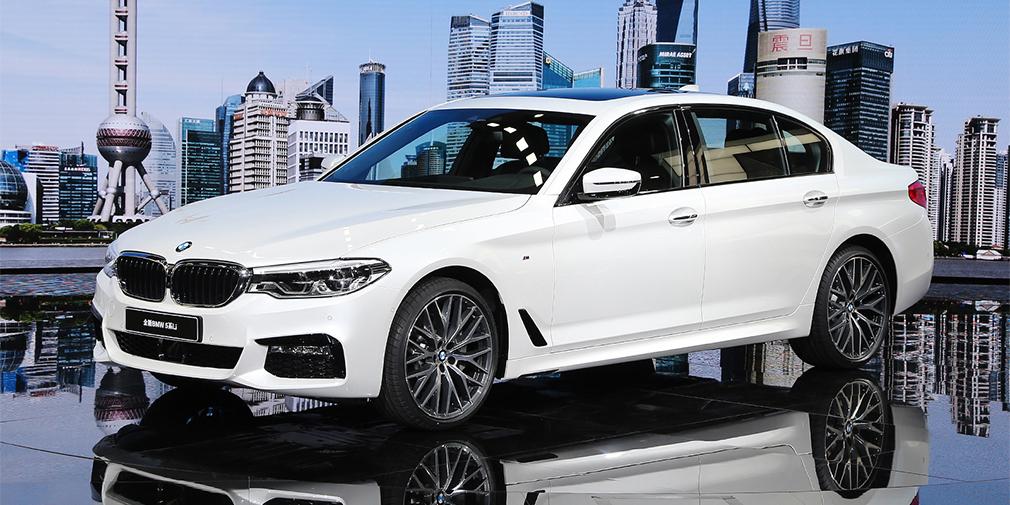 BMW 5 Series Long Wheelbase  Новая «пятерка» BMW дебютировала в конце прошлого года, а традиционная удлиненная версия для Китая появилась только теперь. Длина колесной базы увеличена на 133 мм и теперь превышает 3,1 метра. Кроме того, у машины улучшили шумоизоляцию, а за доплату клиентам предложат раздельные задние кресла с электроприводами, панорамную крышу, систему фоновой подсветки. Системой iDrive в машине можно управлять с задних мест, а также голосом. Выпускают машину на заводе в Шеньянге.
