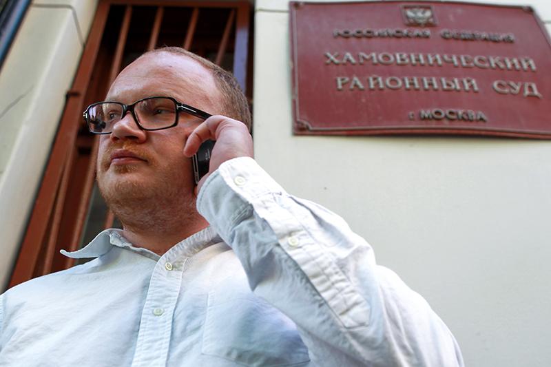 6 ноября 2010 года неизвестные до полусмерти избили журналиста «Коммерсанта» Олега Кашинаарматурой. Сегодня он уверен, что причиной стал его пост в «Живом журнале», где он походя сравнил одного из губернаторов со «сраным Турчаком»