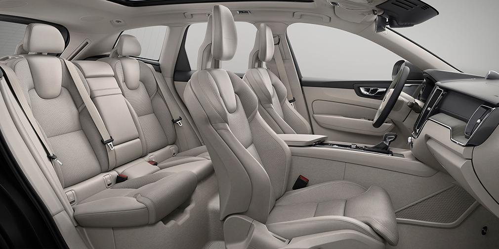 Кресла водителя и пассажиров одновременно комфортны и обеспечивают достаточную поясничную и боковую поддержки.