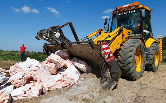 Уничтожение импортного сала на полигоне в Багратионовском районе 11 августа 2015 года