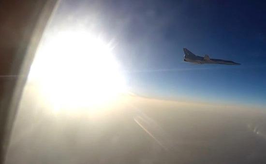Бомбардировщик Ту-22М3, взлетевший сиранского аэродромаХамадан для действий в Сирии. Август 2016 года
