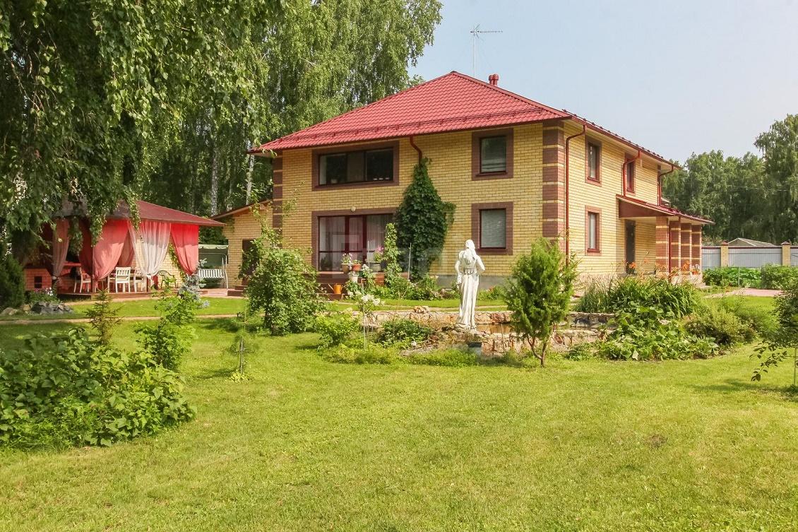 Пятикомнатный коттедж построили в загородном поселке Решетникова в 2013 году