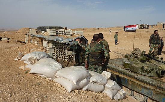 Сирийские военнослужащие на огневом рубеже на юго-востоке Сирии  Архивное фото