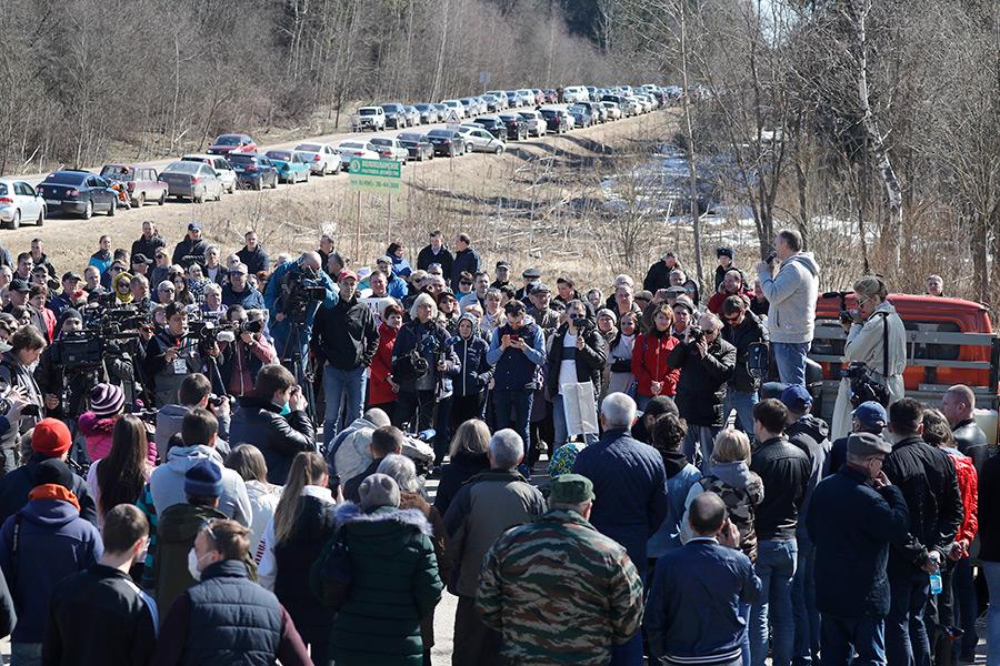 Один из самых многочисленных митингов прошел в Волоколамске. Собравшиеся требовали от местных властей закрыть свалку «Ядрово». В марте из-за мусорных выбросов от этого полигона в городскую больницу обратились 50 детей, рассказывали в Минздраве.
