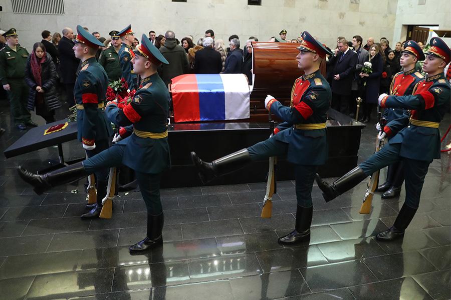 На церемонии прощания сВиталием Чуркиным вБольшом траурном зале Центральной клинической больницы Управления делами президента России