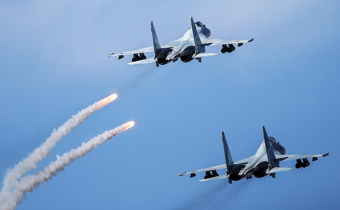 Многоцелевой истребитель Су-35 и Су-30