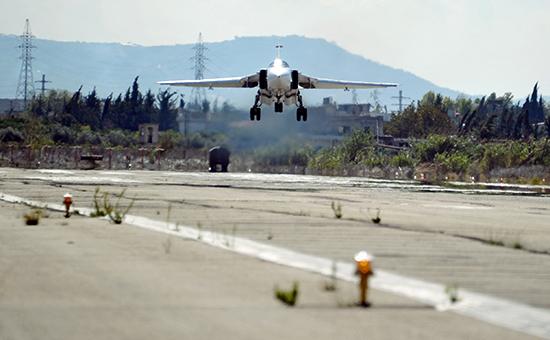 Бомбардировщик СУ-24 ВКС Россиина авиабазе Хмеймимв Сирии