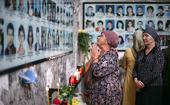 Во время дня памяти жертв теракта в школе №1 в Беслане. Архивное фото