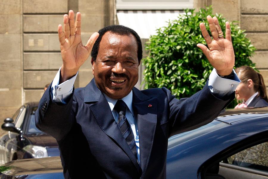 Сколько у власти: 42 года  Поль Бийя был назначен премьер-министром в 1975 году, а в 1982 году после отставки Ахмаду Ахиджо занял пост президента. При этом Ахиджо был приговорен к пожизненному заключению за попытку госпереворота. На выборах в 2011 году Бийя переизбрали вновь сроком на семь лет. За это время он подавил один переворот, а страна участвовала в двух вооруженных конфликтах за влияние на полуострове Бакасси, богатом нефтью.  В рейтинге издания Parade Бийя в 2009 году занял 19-е место в списке наихудших мировых диктаторов.