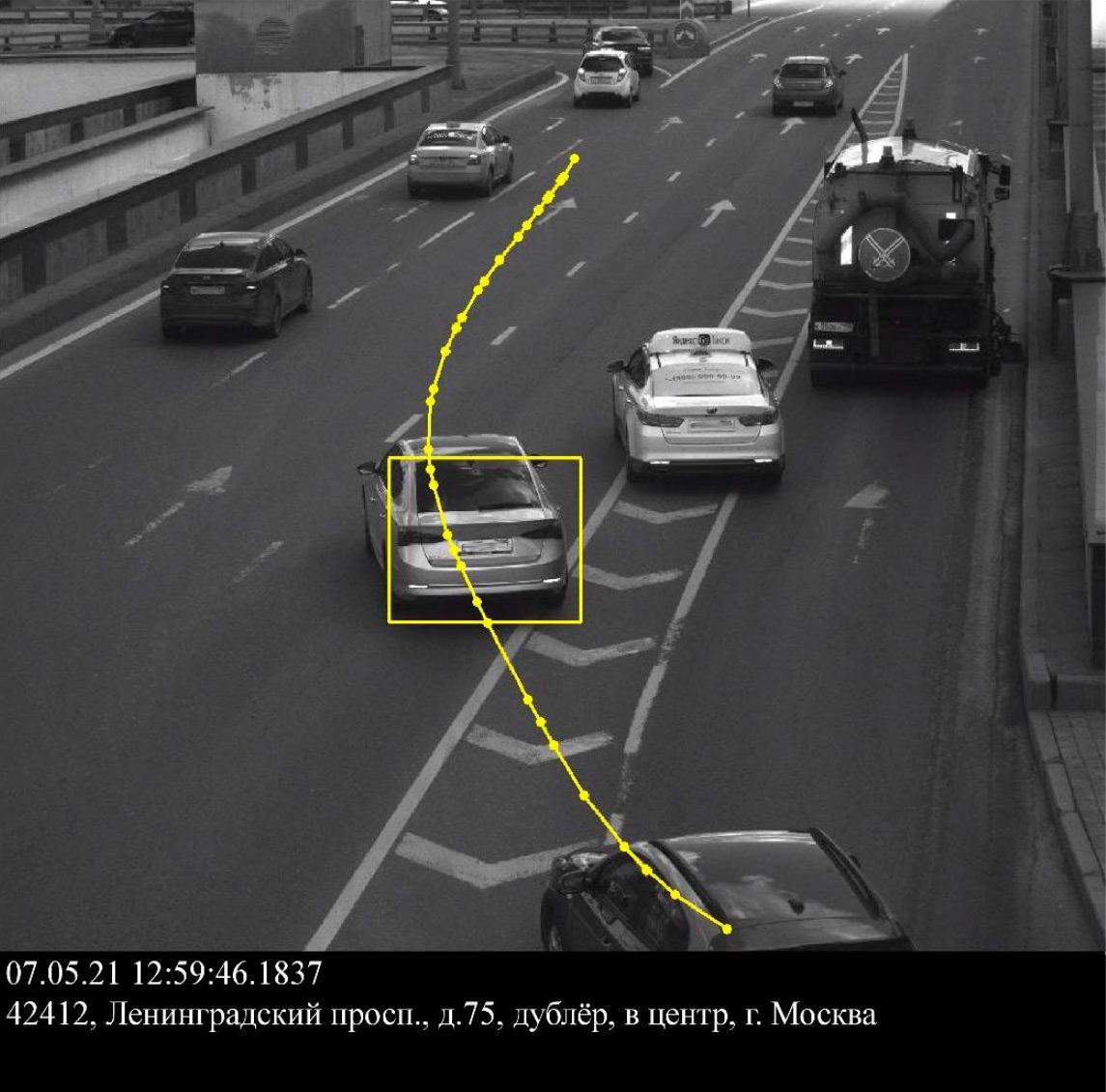 <p>Водитель на Skoda Octavia решил, что автомобиль коммунальных служб ехал очень медленно и его можно считать тихоходом.</p>