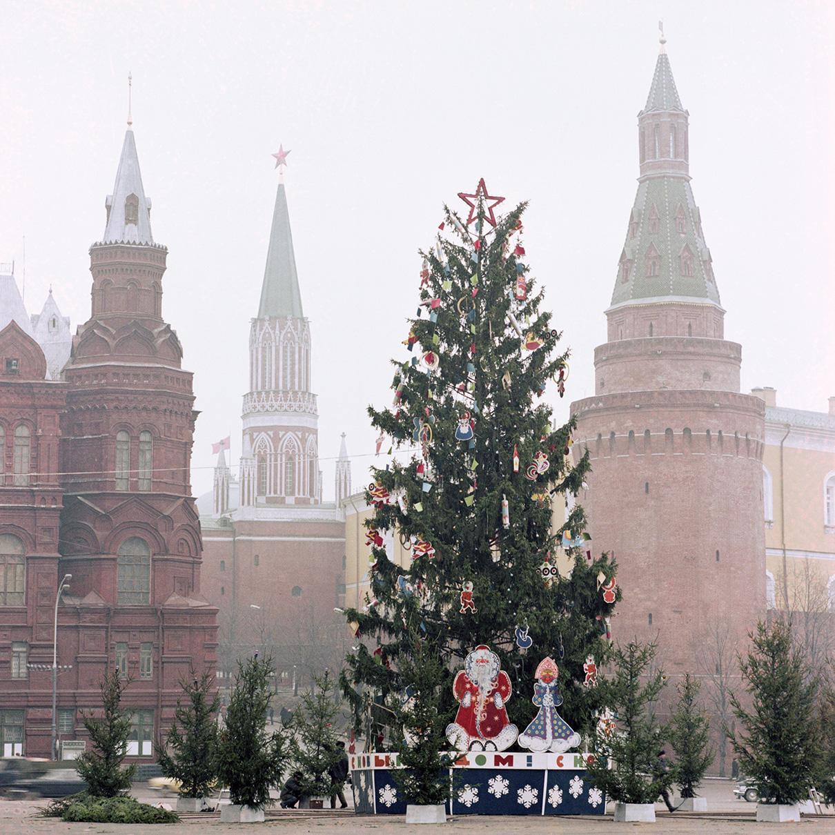 Новогодняя елка на площади 50-летия Октября. 1983 год