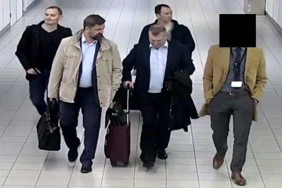Власти Нидерландов утверждают, что россияне въехали в страну по дипломатическим паспортам