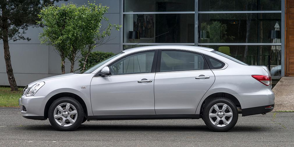 Бюджетный седан Nissan Almera также попал в десятку лидеров по росту продаж – прибавка составила без малого 78%. Такой ощутимый рост вызван специальными предложениями дилеров, а также появлением новой более выгодной кредитной программы. Хотя в абсолютных величинах показатели «Альмеры» все же не столь впечатляющие. Так, за прошедший май было продано 1 786 таких машин против 1 003 автомобилей за аналогичный период прошлого года.