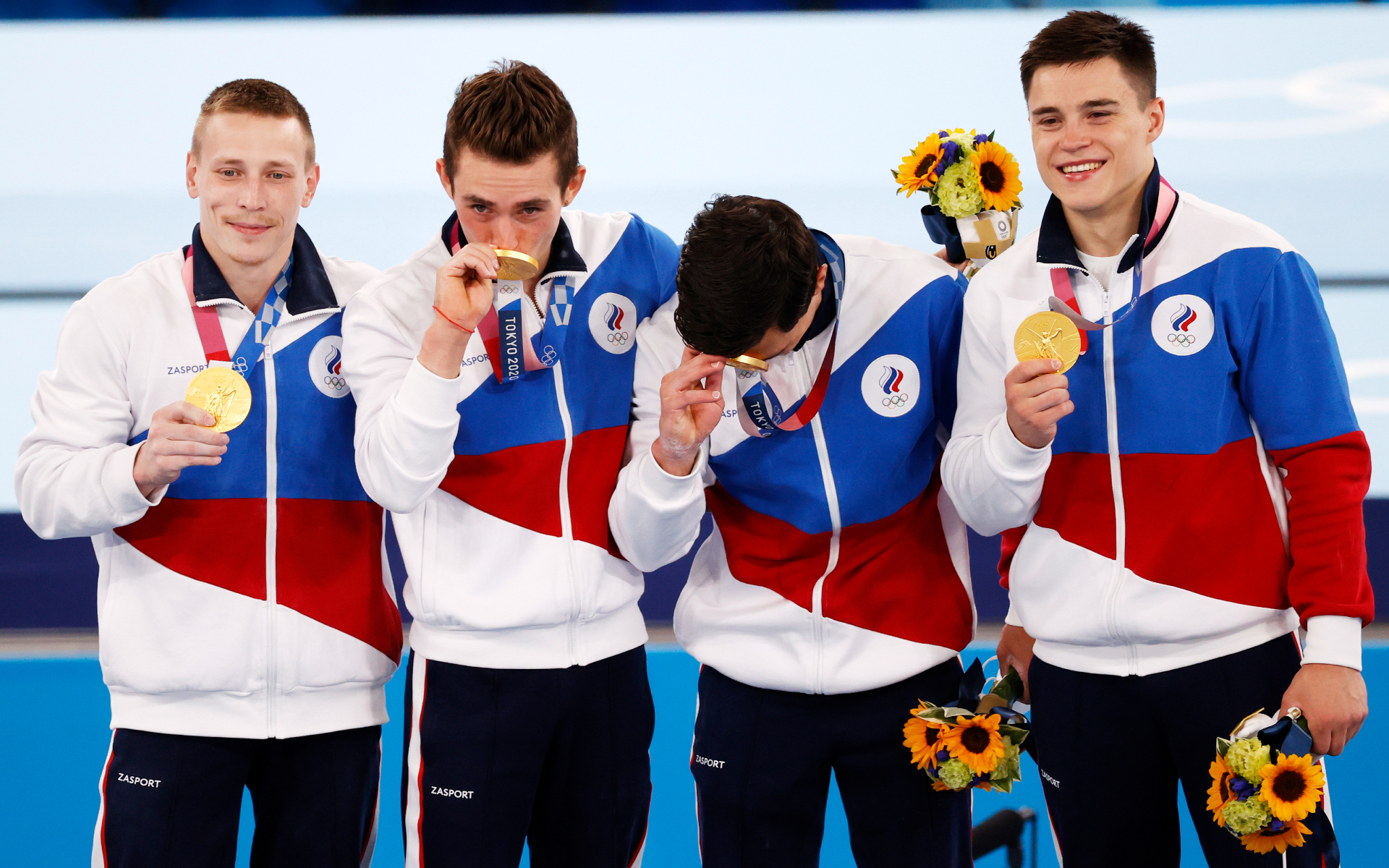 Фото: Мужская сборная России по спортивной гимнастике впервые за 25 лет завоевала золото в командном многоборье (HOW HWEE YOUNG\EPA)