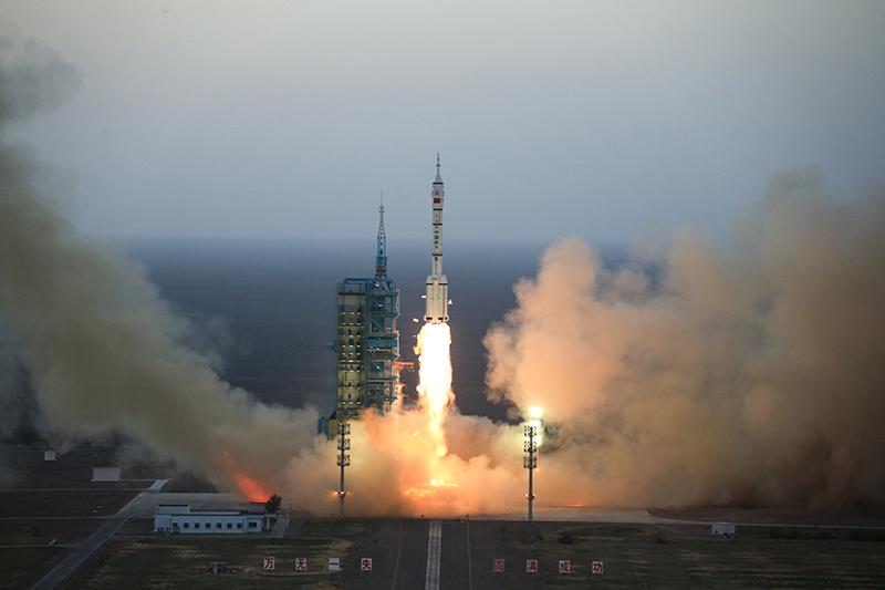 Запуск пилотируемого космического корабля «Шэньчжоу-11»