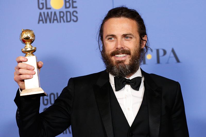Актер Кейси Аффлек получил награду вноминации «Лучшая мужская роль вдраматическом фильме» зароль вфильме «Манчестер у моря»