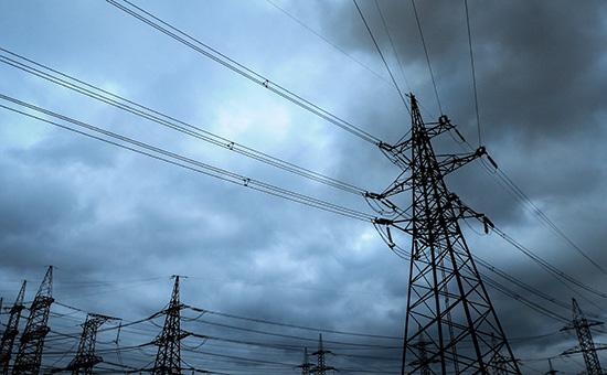 «Укрэнерго» заявила о падении опоры поставляющей электричество в Крым ЛЭП